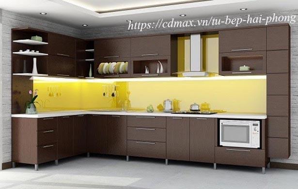 Thiết kế tủ bếp bếp nhôm kính vân gỗ
